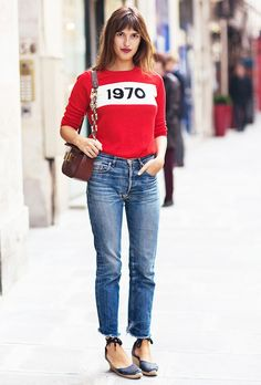 Red graphic sweater, jeans and espadrilles create the perfect casual look // #Streetstyle
