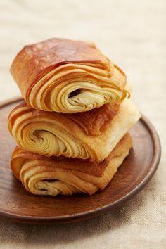 Heerlijke pains au chocolat. (chocoladebroodjes). Klik op de link voor het recept.