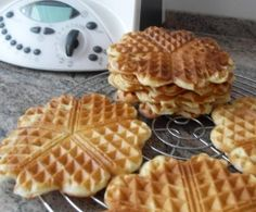 Leichte Quarkwaffeln (WW) Recipe Light curd waffles (WW) by iluep – recipe category baking sweet Eggs In Bread, Eggs In Oven, Dessert Ww, Eggs In Muffin Tin, Waffles, Plats Weight Watchers, Eggs Low Carb, Valentines Baking, Le Diner