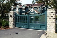 don't care for the color.but do like the shape. Brick Fence, Front Yard Fence, Fenced In Yard, Side Gates, Entry Gates, Backyard Fences, Backyard Landscaping, Aluminum Fence Gate, Yard Stones