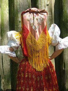 Magyar népviseletek - Palóc viselet European Costumes, Folk Dance, Folk Costume, Headdress, Traditional Outfits, Women Wear, Sari, Portrait, Pattern