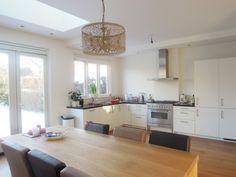 Open keuken, jaren 30 woning, lichtbak in plafond voor meer daglicht