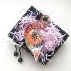 Мой старый розовый друг и одна из самых популярных брошей 💓 #брошь #брошьизбисера #подарок #подарокдевушке #подарокподруге #идеяподарка #аксессуары #ручнаяработа #фламинго #розовыйфламинго #брошьмосква #handmade #flamingo #gift #giftideas #brooch #beadsfifa #accessories