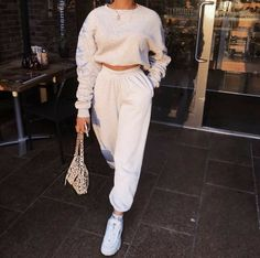 Look at more ideas about Styles clothes, Swag outfits and Ladies styles. Lazy Day Outfits, Chill Outfits, Sporty Outfits, Swag Outfits, Mode Outfits, Trendy Outfits, Fashion Outfits, Fashion Ideas, Travel Outfits