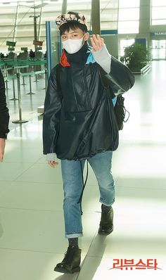 Press photos of G-Dragon at Incheon Airport on his way to Jeju to film for SBS TV program / source: http://bigbangupdates.com/ — G-Dragon @ Incheon Airport heading to Jeju (130303)