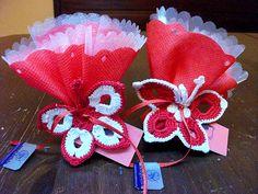 Bomboniere farfalline ad uncinetto per laurea, complete di confetti, velette e bigliettino