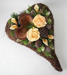 Grabschmuck, Grabgesteck, Allerheiligen, Totensonntag, Gedenktag, Herz lachs Grapevine Wreath, Grape Vines, Floral Wreath, Wreaths, Flowers, Gallery, Decor, Hearts, Natural Materials