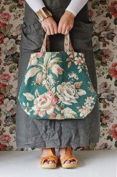 Vintage linen bag @ the linen garden My Bags, Purses And Bags, Flower Bag, Floral Bags, Linen Bag, Knitted Bags, Handmade Bags, Beautiful Bags, Bag Making