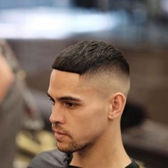 Light Caesar Haircut for Men to Style Short Hair. Guys with short or thin hair might want to think about trying a light Caesar haircut. Best Fade Haircuts, Short Fade Haircut, High And Tight Haircut, Cool Mens Haircuts, Haircuts For Curly Hair, Short Hair Cuts, Men's Haircuts, Man Haircut 2017, Beard Haircut