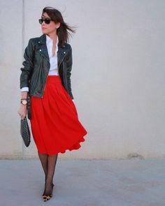 Red midi skirt + Leather jacket  http://www.betrench.com/2014/11/falda-midi-perfecto-leo.html