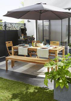 On profite au maximum de la terrasse avec ce salon de jardin Denia en acacia huilé. La table rectangulaire existe avec allonge pour les grandes tablées. Le chaises pliantes sont équipées d'une poignée pour un rangement facile. Le grand banc permet de multiples possibilités et peut être utilisé comme desserte pour les plantes en dehors des repas ! #castorama #terrasse #salondejardin #biendehors #banc de jardin #tableenbois #tabledejardin #chaisespliantes #chaisesdejardin