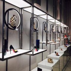 """Cool idea for """"Presenting area"""" Will need display hardware near the fitting and staging area. Boutique Interior, Retail Interior Design, Boutique Design, Stylish Interior, Shoe Store Design, Retail Store Design, Retail Stores, Store Window Displays, Retail Displays"""