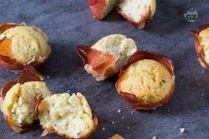 Festa di compleanno o party con gli amici? I mini muffin salati ricotta e speck sono uno sfizioso finger food perfetto per queste occasioni!