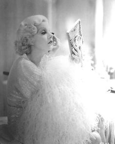 Classic Style: Old Hollywood Vintage Glamour Jean Harlow Vintage Glamour, Old Hollywood Glamour, Golden Age Of Hollywood, Vintage Hollywood, Hollywood Stars, Vintage Beauty, Classic Hollywood, Hollywood Vanity, Hollywood Images