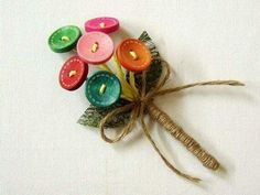 Looking for unique boutonniere ideas for your wedding? Check out 15 of our curated boutonnieres to make for your DIY wedding, or buy online from Etsy. Button Bouquet, Diy Bouquet, Button Flowers, Bridal Bouquets, Groomsmen Buttonholes, Groom Boutonniere, Button Art, Button Crafts, Corsage Pins