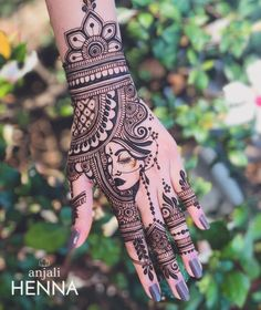 Henna is the most traditional part of weddings throughout India. Let us go through the best henna designs for your hands and feet! Cool Henna Designs, Latest Bridal Mehndi Designs, Stylish Mehndi Designs, Wedding Mehndi Designs, Dulhan Mehndi Designs, Mehandi Designs, Henna Tattoo Designs, Henna Mehndi, Mehndi Mano