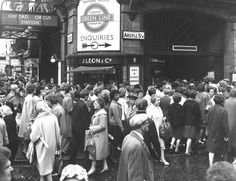 1963: Oxford Circus. | 31 Gorgeous Photos Of The London Underground In The '50s…