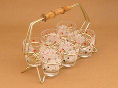 http://de.dawanda.com/product/77078099-6-Schnapsglaeser-im-Staender-60er-Poker