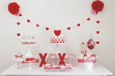 Kisses & Cupcakes Valentine's Day Party :: By SmashCake & Co. - Party printables, themed parties and party inspiration | Smashcake Studio