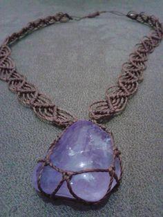colar com pedra natural trabalhada em macramê com cordão wave em macramê R$ 25,00