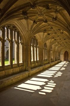 The Cloisters Lacock Abbey, England. Harry Potter filmed here in 2001 & 2002 Harry Potter Locations, Harry Potter Movies, Gothic Architecture, English Architecture, Desenhos Love, Harry Potter Aesthetic, Dark House, The Cloisters, Durham City