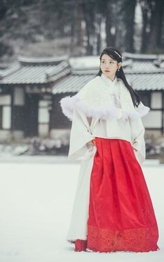 IU's traditional styling amplifies her beauty in recent drama Korean Traditional Dress, Traditional Dresses, Iu Fashion, Korean Fashion, Iu Moon Lovers, Scarlet Heart Ryeo, Korean Hanbok, Korean Actresses, Kdrama