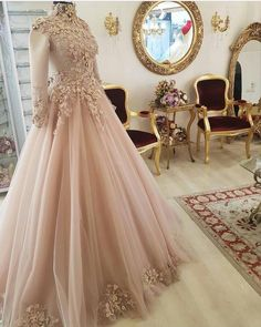Fuller figured brides can have custom plus size bridal gowns and replicas of haute couture designs for less here in the USA. Fancy Wedding Dresses, Pakistani Wedding Dresses, Wedding Bridesmaid Dresses, Wedding Gowns, Wedding Cakes, Muslim Wedding Gown, Muslimah Wedding Dress, Hijab Bride, Muslim Brides