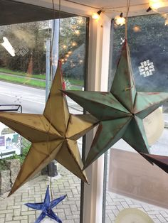 Handmade and painted barn stars, painted with Annie Sloan Chalk Paint Versailles and Provence.
