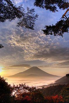 Beautiful sunrise over Mount Fuji in Japan, by @shinjihi.