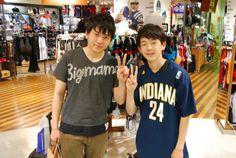 【大阪店】2014.06.05 仲良しのご兄弟!広島から着て下さり、弟さんにポールジョージのTシャツとジョーダンのバスパンをプレゼントでご購入いただきました^^弟さんはとても喜んで下さりそのまま着て帰ってくださいました^^とても幸せな気分をありがとうございました!! #nba