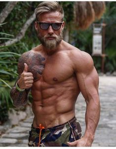 64 Ideas For Fitness Hombres Muscle Gym Fitness Bodybuilding, Bodybuilding Supplements, Diet Supplements, Bodybuilding Motivation, Hipster Noir, Mode Man, Geile T-shirts, Men Beach, Mens Boardshorts