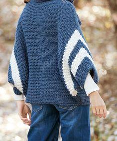 Napillinen poncho hihoilla – katso helppo ohje - Kotiliesi.fi Pullover, Knitting, Sweaters, Fashion, Moda, Tricot, Fashion Styles, Breien, Stricken