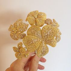 The hydrangea flowers all wired together to make a single flower head. Right now each flower has a thick wire stem and it's all attached together with thinner wire. So my next step with this project is to find some silver and gold ribbon to cover the wire with. #goldwork #goldworkembroidery #hydrangea #handembroidery #embroidery #3dembroidery #embroideryartist #golden #theperpetualmaker