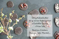 Selbstgemachte Schokolade und der gute Flow! Sugar, Cookies, Desserts, Food, Cocoa Butter, Berries, Foods, Homemade, Biscuits
