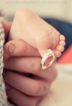 Newborn baby photos - photography - feet and ring