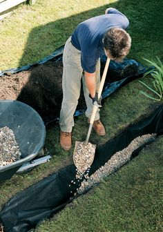 Installing a French Drain Gutter Drainage, Backyard Drainage, Landscape Drainage, Backyard Landscaping, Landscaping Ideas, French Drain Diy, French Drain System, French Drain Installation, Gutter Installation