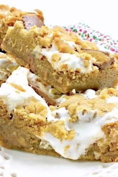 An irresistable combination of peanut butter, chocolate, and creamy marshmallow fluff — Reese& Fluffernutter Bars take the ooey-gooey dessert game to the next level! Peanut Butter Recipes, Chocolate Peanut Butter, Chocolate Recipes, Mexican Food Recipes, Cookie Recipes, Dessert Recipes, Bar Recipes, Homemade Desserts, Family Recipes
