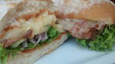 Bocadillo vegetal con brie fundido. Tahona Artesanal Gourmet Bilbao.