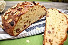Mazanec ze špaldové mouky. Easter Recipes, Banana Bread, Food, Fitness, Essen, Meals, Yemek, Eten