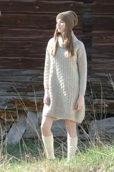 Long sleeve-dress worked in pretty stitch-pattern using Novita Suomivilla (Finnwool) yarn. Dress can be also knitted using Novita 7 Veljestä (7 Brothers) yarn. #novitaknits #knitting #knits https://www.novitaknits.com/en | Novita