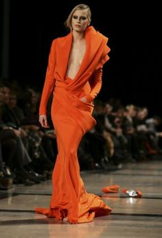 Alta Costura by Stephane Rolland  I wonder why the shoes are on the runway?