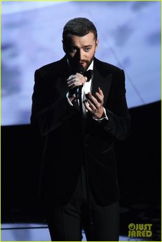 sam smith performs james bond song at oscars 2016 01