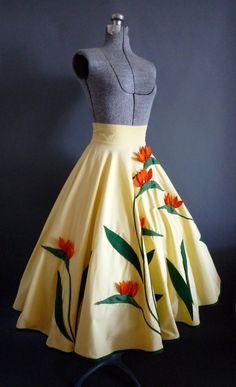 Fab Vintage Amazing Juli Lynne Charlot by FabFoundFrocks 70s Inspired Fashion, 60s And 70s Fashion, 1950s Fashion, Vintage Fashion, 50 Style Dresses, Trendy Dresses, 1950s Style, Full Circle Skirts, Full Skirts