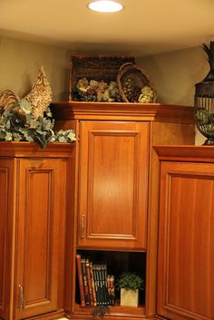 tuscany design above kitchen cabinets - Bing Top Of Cabinets, Above Cabinets, Cupboards, Grey Cabinets, Tuscan Design, Tuscan Style, Tuscan Art, Decorating Above Kitchen Cabinets, Kitchen Decor