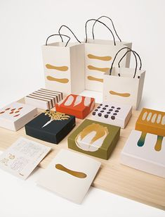 多摩美術大学|卒業制作優秀作品集|グラフィックデザイン学科|志賀 和琴 Bakery Packaging, Tea Packaging, Food Packaging Design, Bottle Packaging, Print Packaging, Packaging Design Inspiration, Branding Design, Stationery Design, Corporate Design