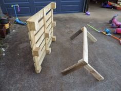 Building a pallet kitchen sink from recycled materials - Find out how at Mummy Musings and Mayhem Outdoor Play Kitchen, Mud Kitchen For Kids, Kids Outdoor Play, Backyard For Kids, Diy Planter Box, Diy Planters, Diy Pallet Projects, Wood Projects, Outdoor Learning Spaces