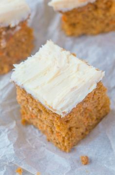 Healthy Keto and Low Carb Carrot Cake Recipe which is moist, fluffy and loaded with carrots! Tender on the outside and topped with a healthy cream cheese, it's acceptable for breakfast! Vegan and eggless option too! Vegan Gluten Free Desserts, Vegan Keto Recipes, Gluten Free Baking, Paleo, Light Dessert Recipes, Light Desserts, Easy Desserts, Low Carb Carrot Cake, Healthy Cream Cheese