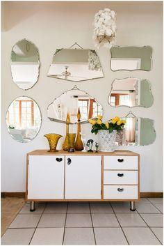 Buffet com vários espelhos