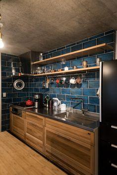 Industrial Style Kitchen, Loft Kitchen, Wooden Kitchen, Kitchen Tiles, Kitchen Flooring, Diy Kitchen, Kitchen Decor, Diy Interior, Kitchen Interior