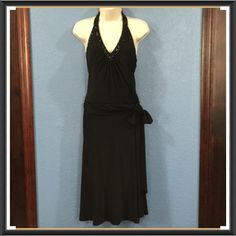 JONES NEW YORK FORMAL BEAUTIFUL BLACK DRESS Halter top, with detailed beadwork. Drop waist with hand tied bow. Beautiful long flowing skirt. Great Holiday Dress! Exquisite! Never worn, only tried on! Jones New York Dresses Backless